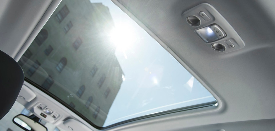 /image/35/6/peugeot_2008_panoramic_roof.96356.jpg