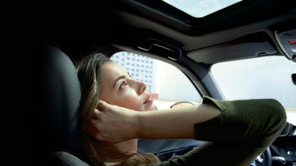 ALL-NEW PEUGEOT 2008 SUV: Sunroof